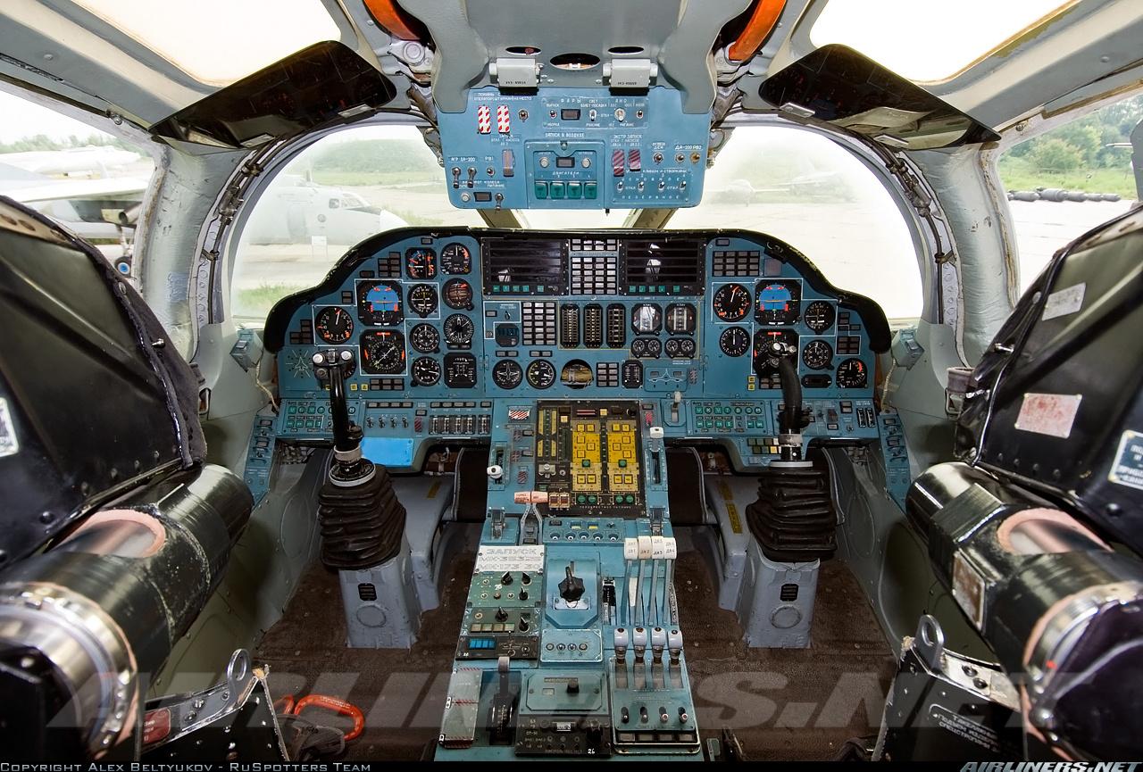 1297990893_kabina-pilotov2