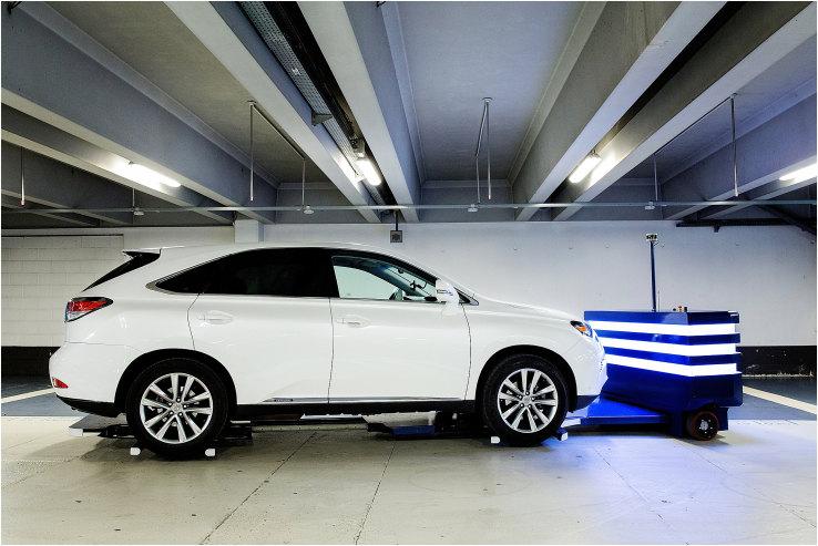 В Париже робот паркует автомобили