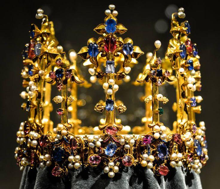 Единственная уцелевшая средневековая корона Англии