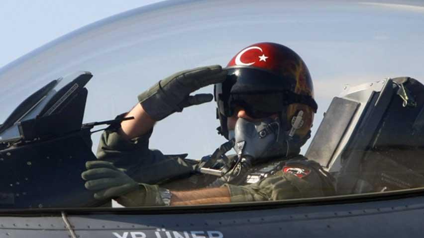 hi-turkey-pilot-852-ap-02850016