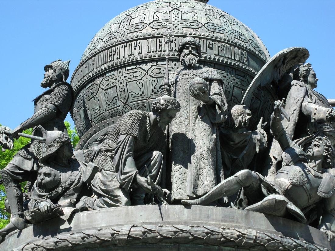 Памятник тысячелетие россии в новгороде кто изображен
