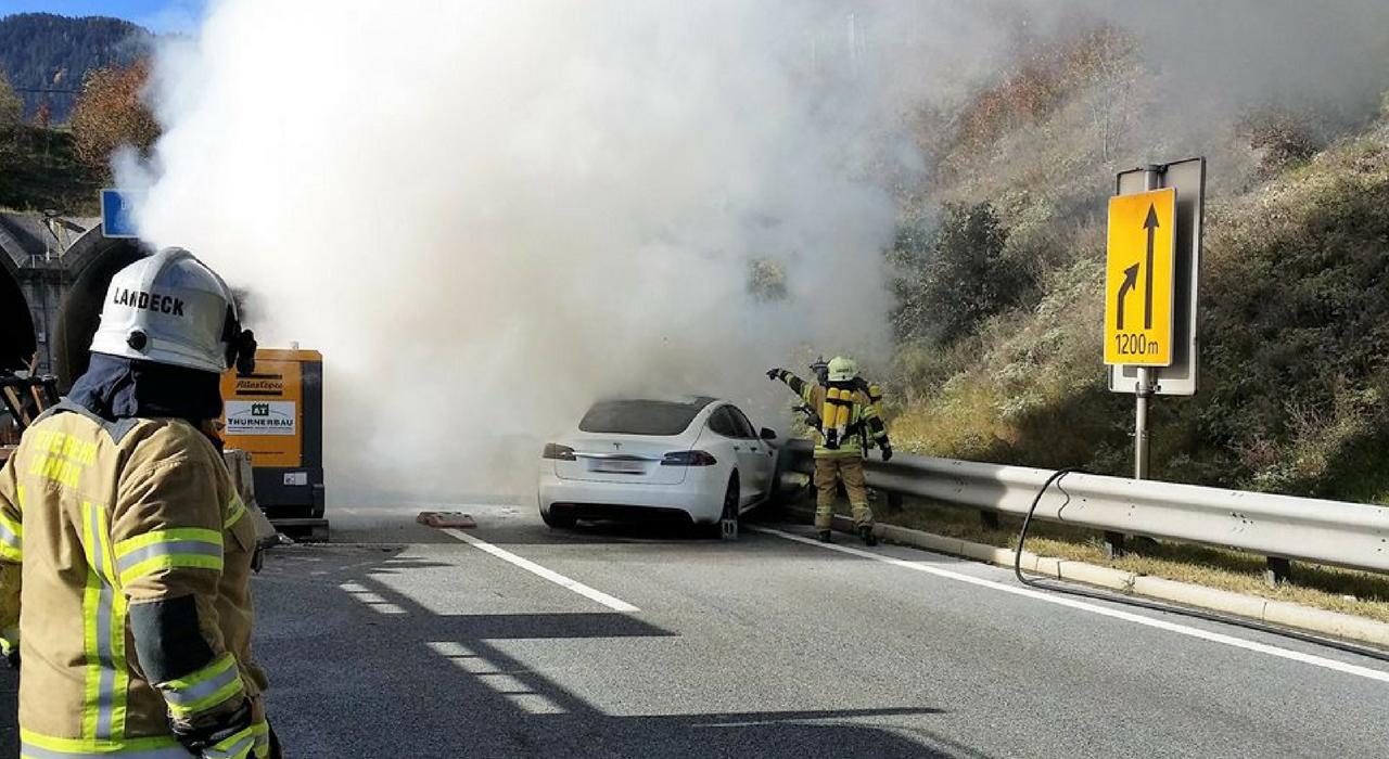 Как горит Tesla