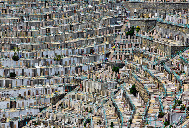 The world's highest cemetery cemetery, graveyards, burials, many to, maybe, countries, places, graveyard, one, such, is, Ruriden, near, Hong Kong, after, why, only, cemeteries, this
