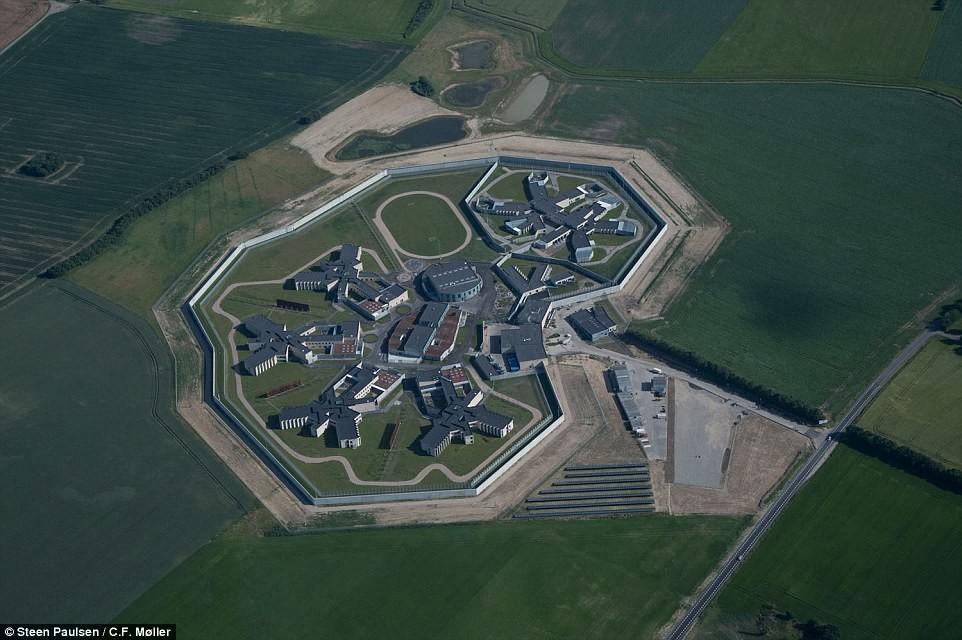 Самая гуманная и комфортная тюрьма в мире