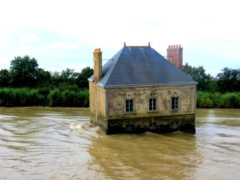 Дом посреди реки Луары