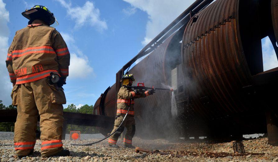 Водяной пистолет для пожарных,  прорезающий бетон PyroLance, резки, через, струи, несколько, секунд, диаметром, материала, скоростью, струя, способен, энергии, абразива, частиц, отверстие, частицы, смесительную, атмосфер, пистолет», любой
