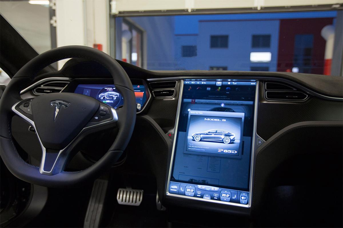 Tesla снова на грани