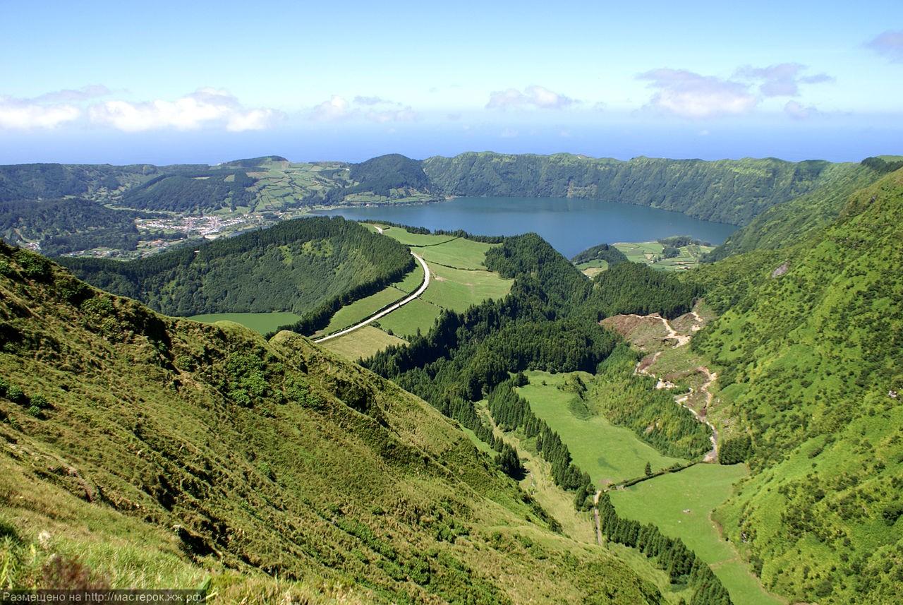 1280px-Miradouro_da_Boca_do_Inferno,_Lagoa_das_Sete_Cidades,_ilha_de_São_Miguel,_Açores (Копировать)