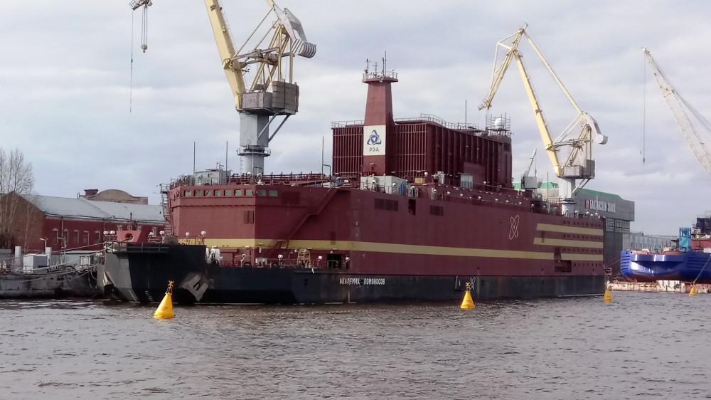 Первая плавучая АЭС в мире вышла в море