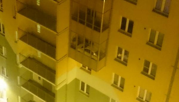 Автомобиль на балконе