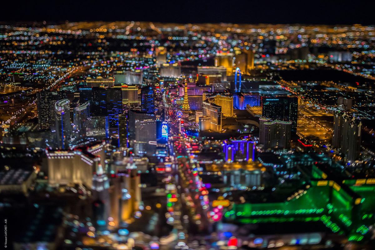 Лас-Вегас ночью с высоты 2600 метров