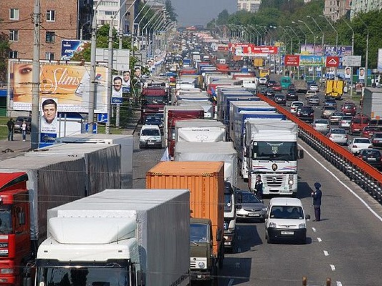Гражданам запретят использовать грузовики