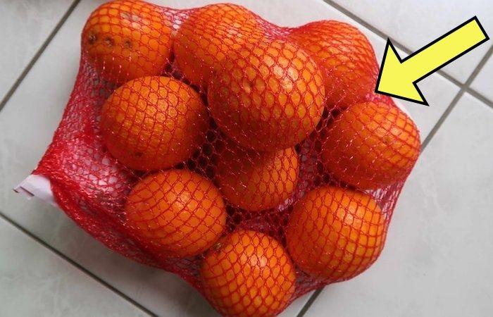 Почему апельсины именно в красной?