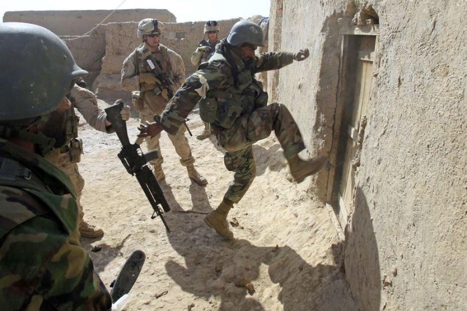 США оккупировали часть страны и угрожают оружием законным властям
