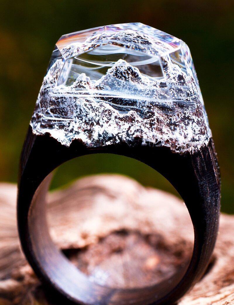 Горы в деревянном кольце