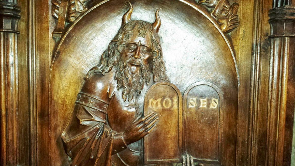 Разоблачаем! Почему Моисея изображали с рогами на голове?