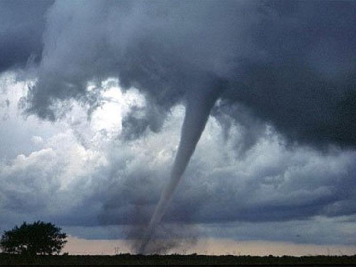Что следует делать в случае стихийного бедствия: 6 популярных заблуждений