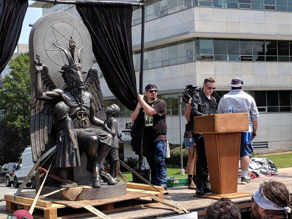 Памятник Сатане