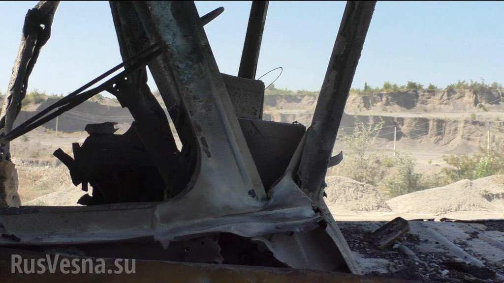 Украинские военные сожгли БЕЛаз с водителем