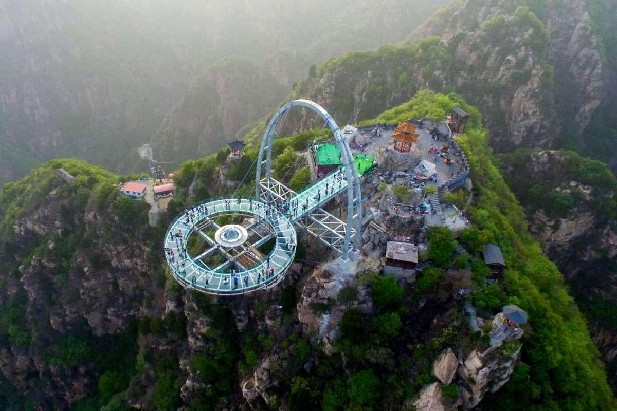 Очередная стеклянная смотровая площадка в Китае
