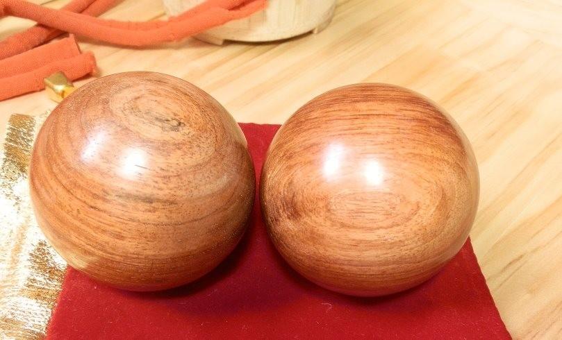 Как на станке выточить деревянный шарик?