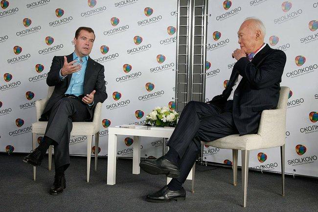 Dmitry_Medvedev_Lee_Kuan_Yew_20_September_2009
