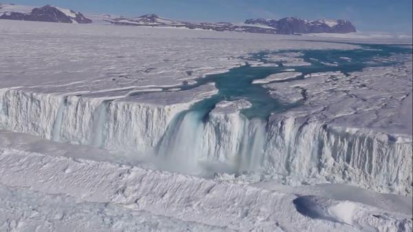 Антарктида плавится изнутри