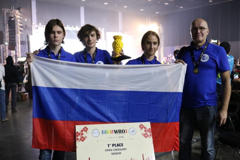 Российские школьники выиграли золото на всемирной олимпиаде роботов