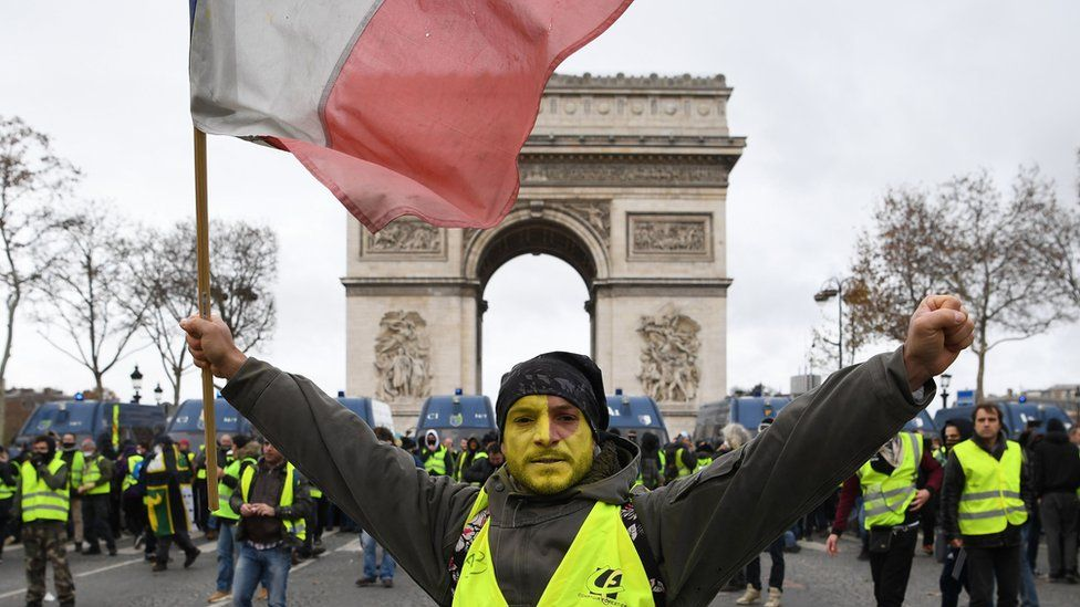 """Манифест """"желтых жилетов"""" во Франции"""