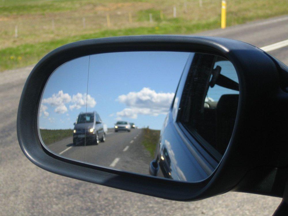 Правильно ли вы используете зеркала заднего вида?