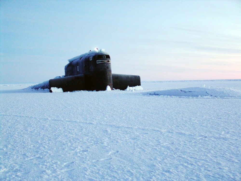 Зачем советская подлодка сверлила секретные лунки во льдах