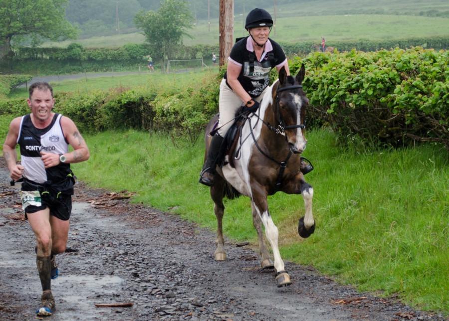 Может ли человек обогнать лошадь?