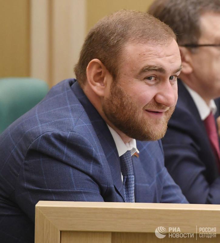 Сенатор Арашуков не знает русский язык