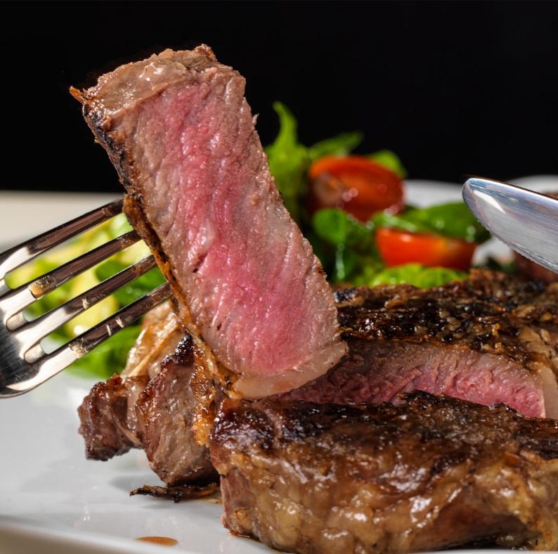 """Не опасно ли заказывать """"мясо с кровью""""?"""
