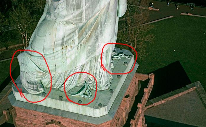 Если приподнять подол Статуи Свободы...