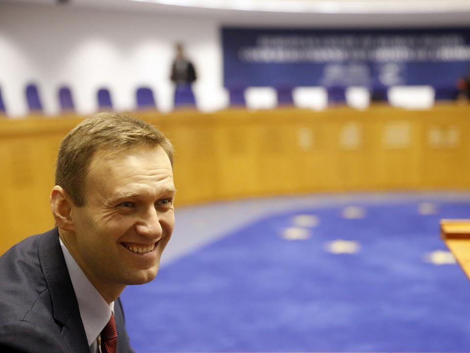 Выплатит ли Россия Навальному 2 миллиона?