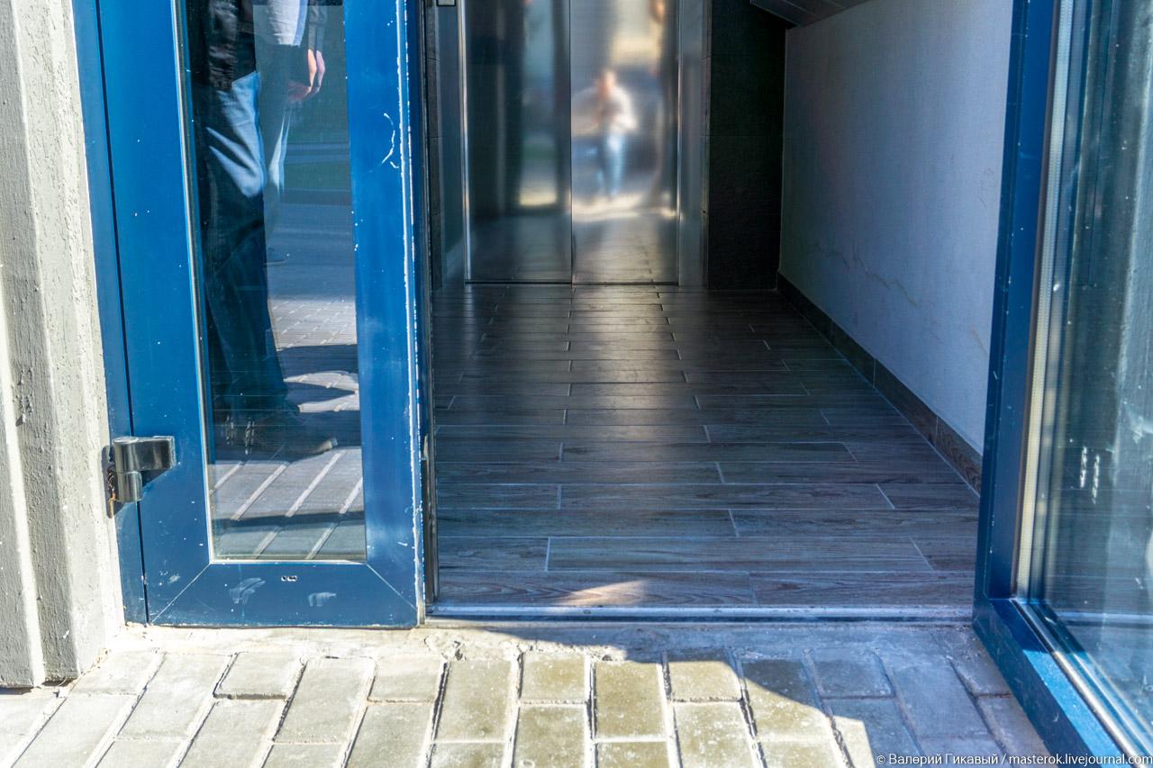 Каким должен быть вход в подъезд жилого дома