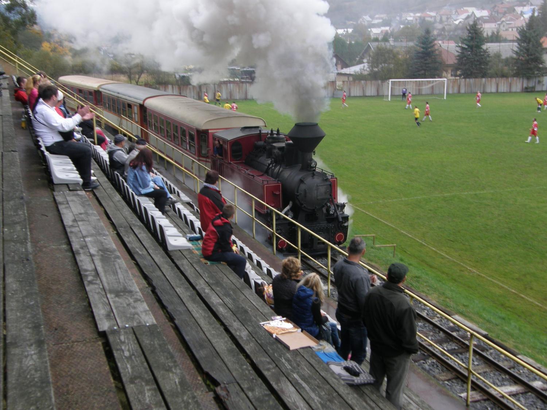 Поезд на стадионе
