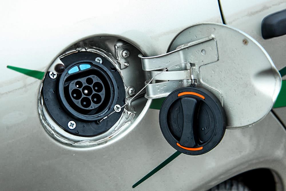 Первый серийный электромобиль в России
