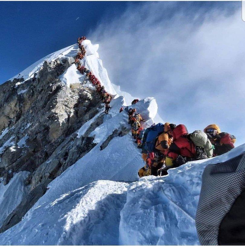 Погибнуть в очереди на Эверест