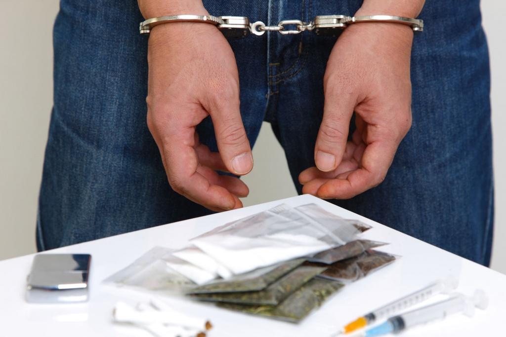 Как полиция противостоит торговле наркотикам с помощью «Антологии мысли в афоризмах» наркотики, наркотиками, полиции, Панкратова, одного, грамма, парень, чтобы, общего, метамфетамина, Александра, продаже, слишком, наркотиков, использовали, нельзя, Московской, Оказалось, подбросил, отдела