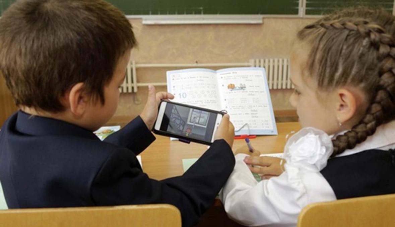 Запрещать ли мобильные телефоны в школах?