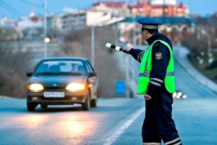 Можно ли получить штраф за предупреждение светом о ДПСниках? ближний, нарушение, движения, пунктом, ГИБДД, пункте, собой, штраф, могут, светом, должен, использовать, соответствии, можно, меньше, любое, чтобы, прописывается, водитель, ослепление