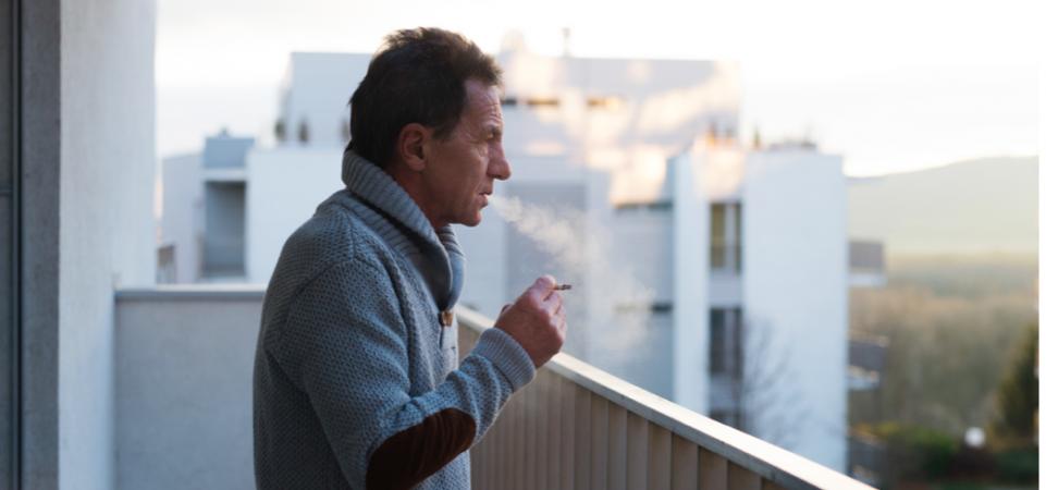 Кто возмущался запрету курить на балконе?