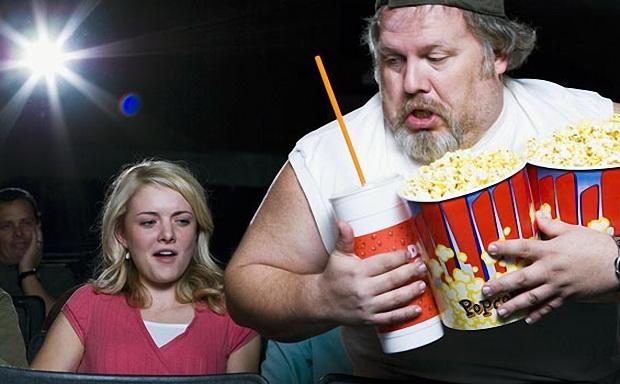 Кинотеатры готовятся запрещать проходить со своей едой и напитками