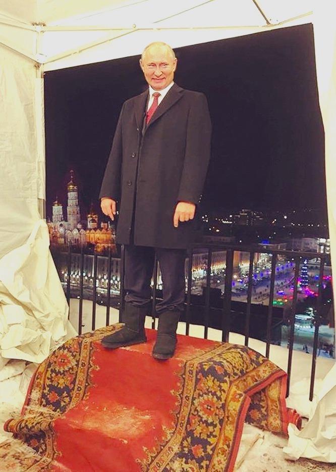 Новогоднее выступление Путина на фоне хромокея?