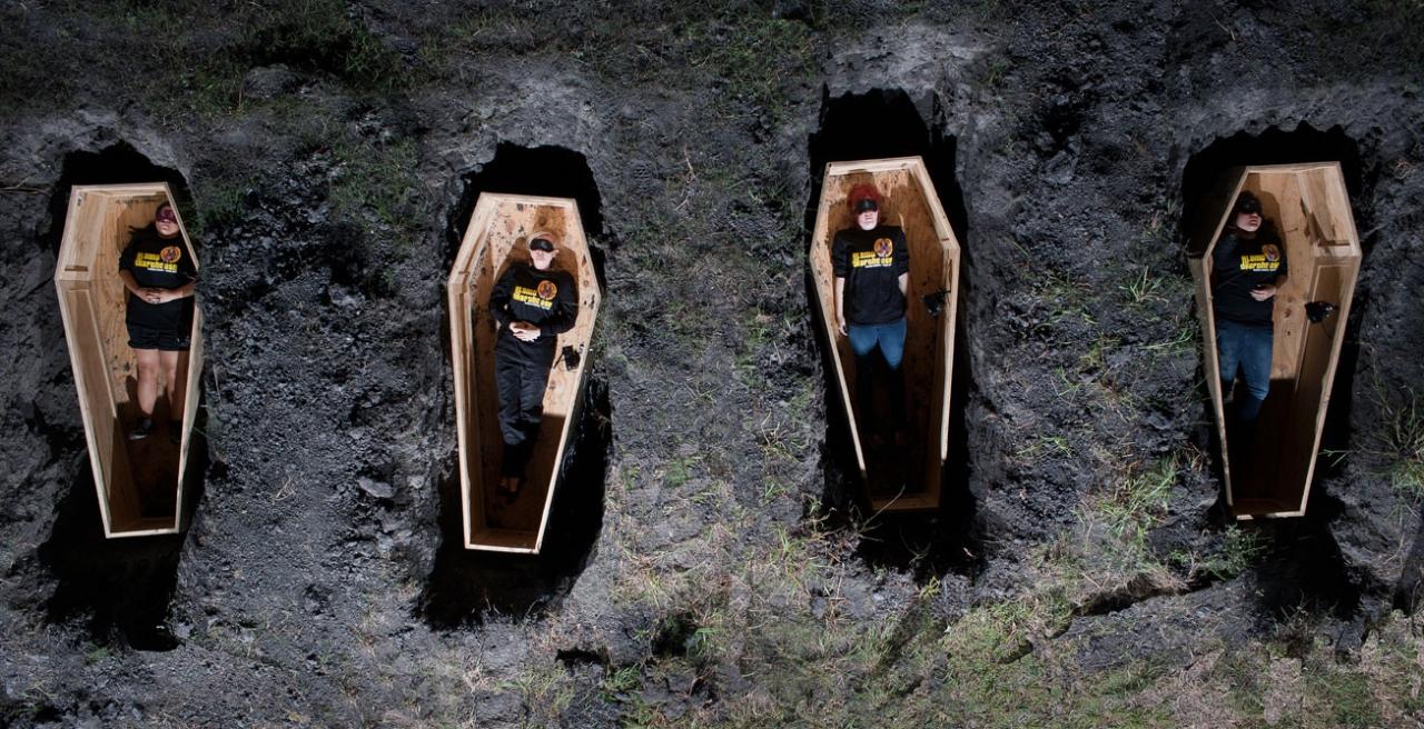 Почему хоронят на двухметровой глубине? Традиции
