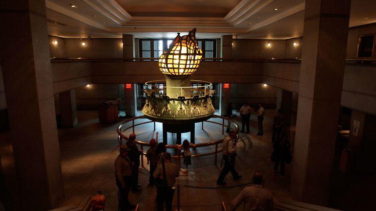 Когда закрыли балкон на факеле статуи Свободы? Статуя,США