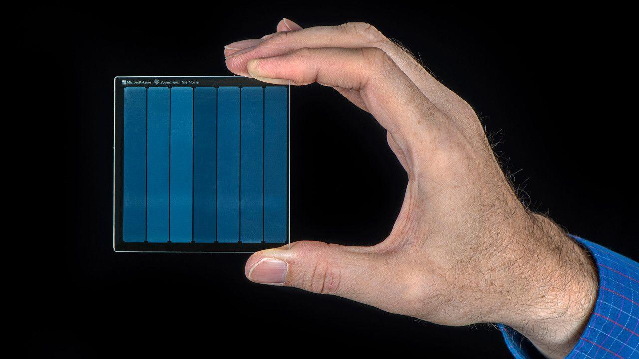На небольшое стекло удалось записать 75,6 ТБ данных Технологии
