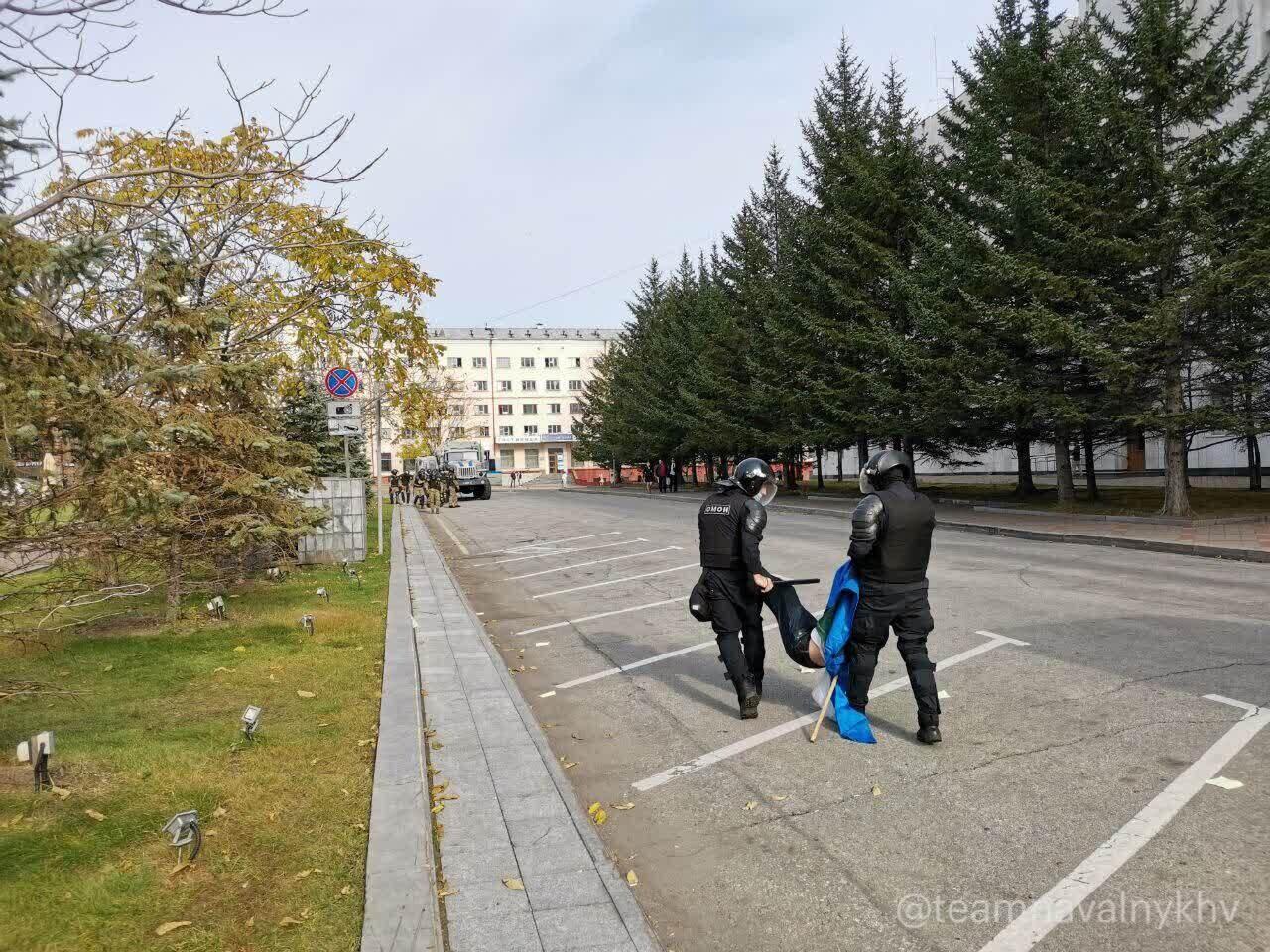 В Хабаровске протестующих ставили в угол и смеялись над ними
